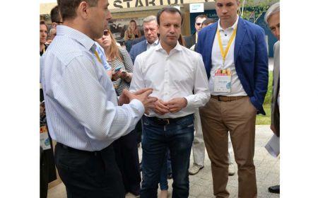 Foto (Izquierda-Derecha): Arkady Dvorkovich – Viceprimer Ministro Ruso y Igor Bogachev - Vicepresidente Ejecutivo de Skolkovo durante el Startup Village 2016 celebrado en las instalaciones de Skolkovo.